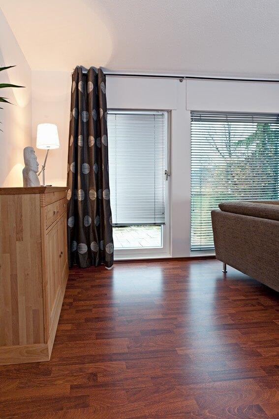 fenster jalousien innen montieren. Black Bedroom Furniture Sets. Home Design Ideas