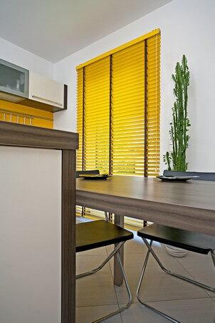 jalousien nach ma passgenau f r unterschiedliche fensterbreite. Black Bedroom Furniture Sets. Home Design Ideas