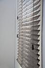 Jalousie aus Holz mit verdeckten Aufzugslöchern