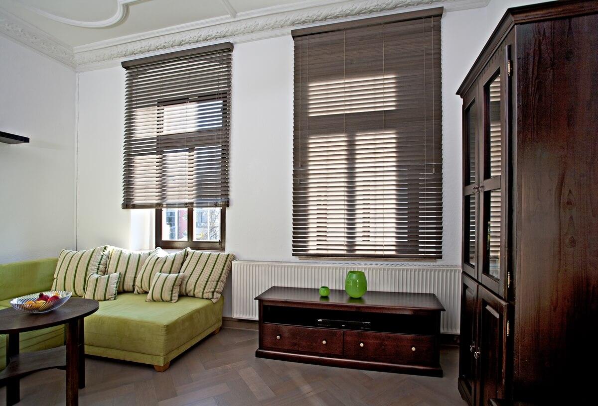 holzjalousien edler stil f r ihr zuhause. Black Bedroom Furniture Sets. Home Design Ideas