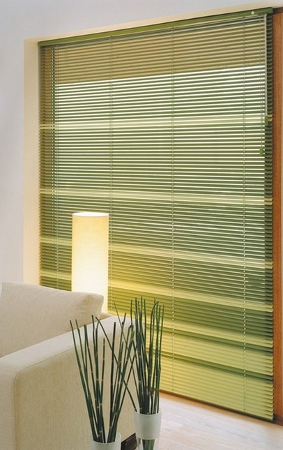 Wohnraumgestalltung - so wird das Fenster perfekt von der Sonne geschützt - alles, was dazu nötig ist