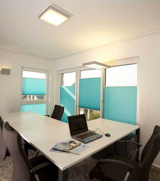 Sonnenschutz im Büro mit Rollo, Plissee oder Jalousie?